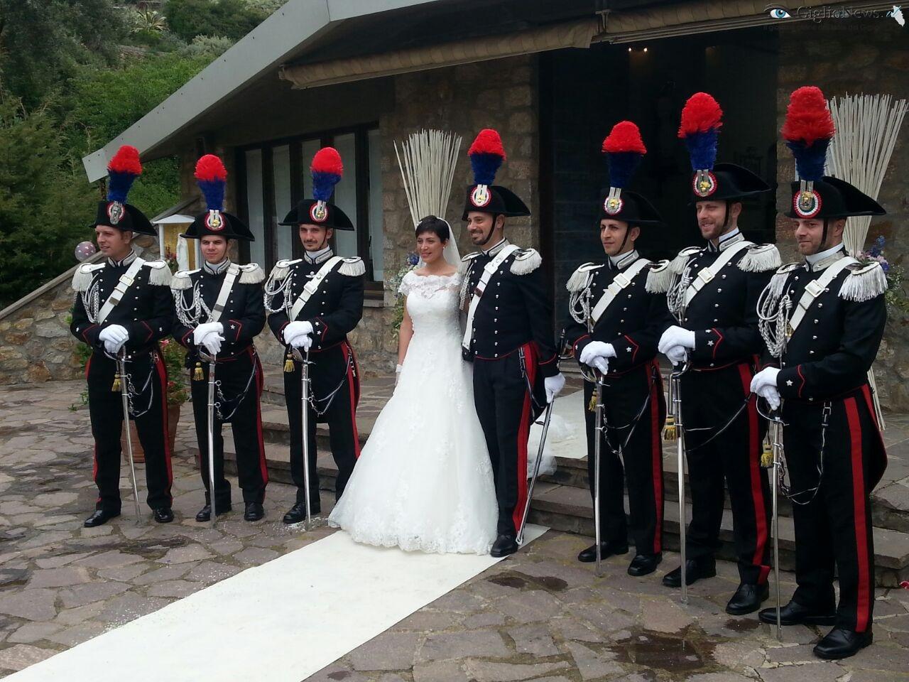 Matrimonio In Divisa Esercito : Francesco e lorenza sposi nella chiesa del campese isola