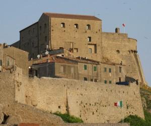 rocca pisana isola del giglio castello giglionews
