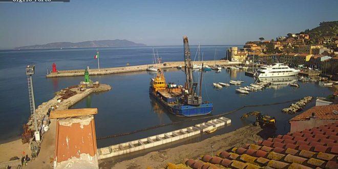 lavori portuali cassoni molo verde isola del giglio giglionews