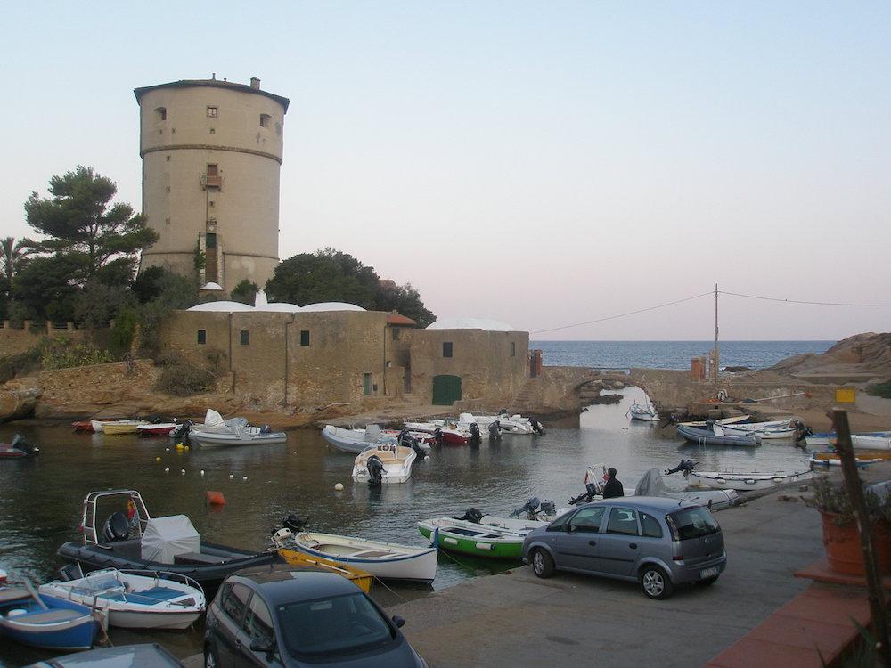 torre isola del giglio campese turismo giglionews