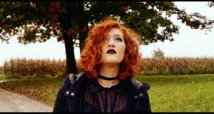Juna Fracassini tra i coristi di Ed Sheeran nella finale di X-Factor