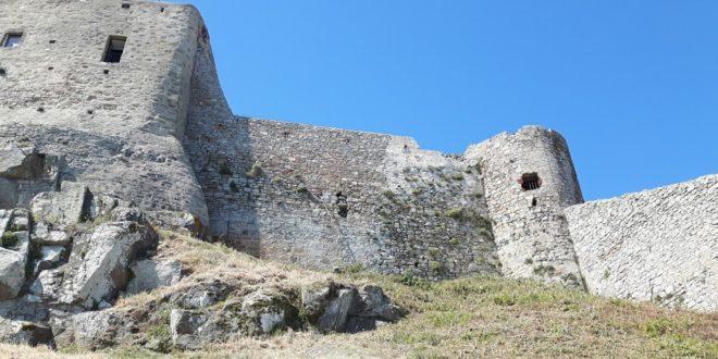 cinta muraria mura isola del giglio castello giglionews