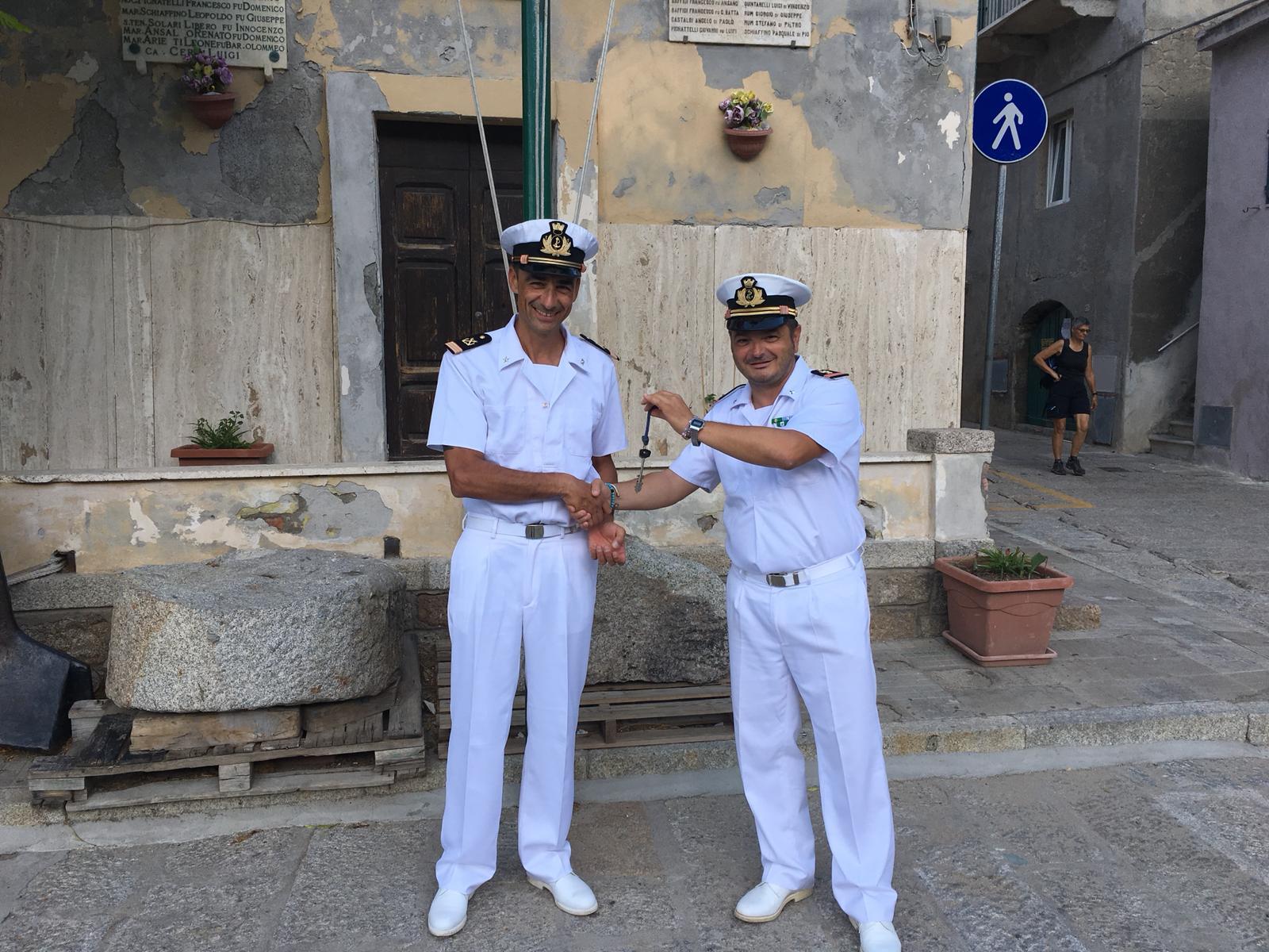 passaggio di consegne guardia costiera isola del giglio giglionews