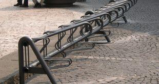 Proposta: una rastrelliera per biciclette?