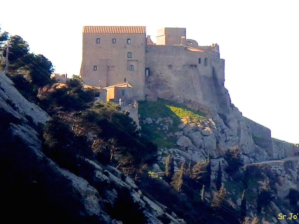 rocca pisana aldobrandesca sergio giorgi tonino ansaldo poesia isola del giglio giglionews